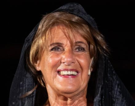 VENARIA - Venerdì sera alla Reggia Lella Costa si esibirà con «La vedova di Socrate»