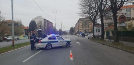 RIVOLI-ALPIGNANO - Investe un pedone in corso Francia e scappa: 80enne fermato e denunciato