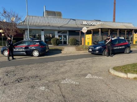 VENARIA - Rapina al McDonalds di via Druento: punta la pistola e si fa consegnare 300 euro