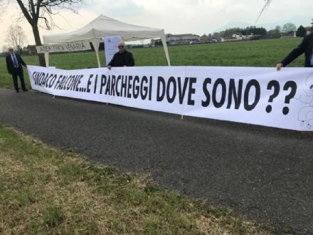 VENARIA - Comunità Futura e opposizione: «Sindaco Falcone, dove sono i parcheggi?»