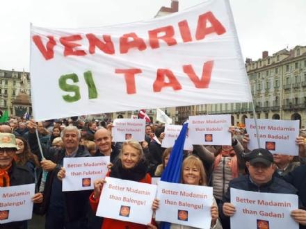 TORINO - In piazza per sostenere la Tav da tutti i Comuni della zona - FOTO