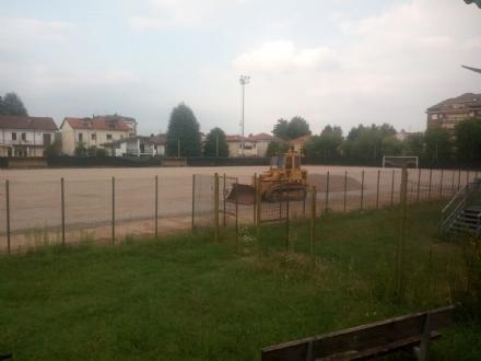 RIVOLI - Al campo di via Orsiera arriva (finalmente) il terreno in erba sintetica