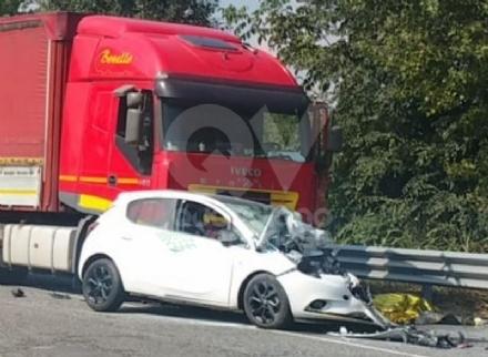 PIANEZZA - Incidente mortale: vittima un 50enne alla guida di una Opel Corsa