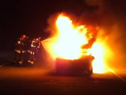 CASELLE - Auto bruciata in via Venaria. Nuova «firma» del piromane?