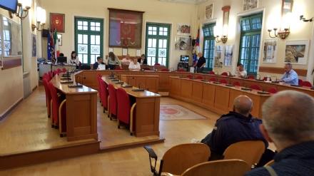 VENARIA - Un consiglio fantasma: maggioranza assente e seduta rinviata a domani sera