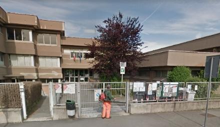 TRAGEDIA A GRUGLIASCO - Si toglie la vita impiccandosi ad un albero della scuola