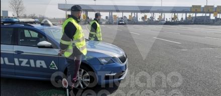 CORONAVIRUS - Controlli della polizia stradale in tangenziale: due denunciati