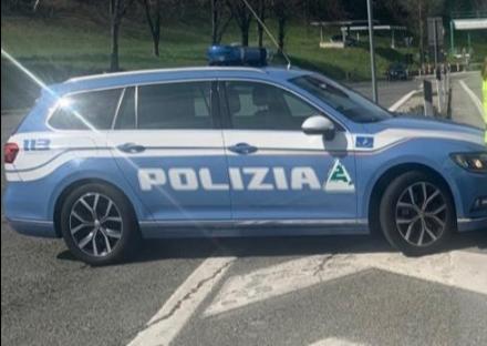 BORGARO - Nuovo lancio di sassi in tangenziale: colpito un furgone. Illeso il conducente