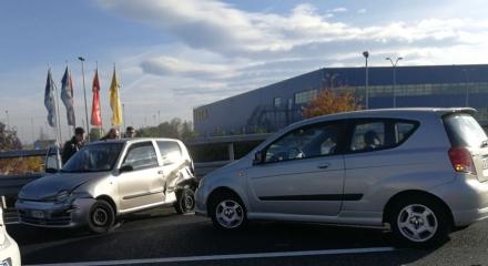 SAVONERA - Tamponamento in tangenziale: due feriti e disagi al traffico