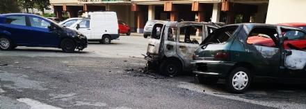 VENARIA - Paura nella notte ad Altessano: a fuoco cinque auto in via San Marchese