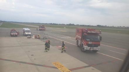 CASELLE - Fiamme sul volo Torino-Roma: evacuati tutti i passeggeri FOTO