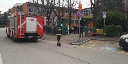 BORGARO - Sospetta fuga di gas alla Levi e alla Defassi: emergenza rientrata, allievi in classe