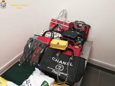 CASELLE - Borse, profumi e abbigliamento di lusso ma tutti falsi: denunciato un 40enne