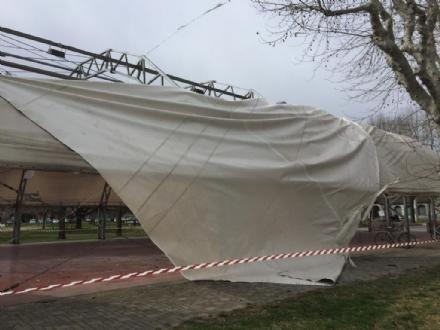 CASELLE - Il forte vento distrugge la tenda della tensostruttura del PratoFiera