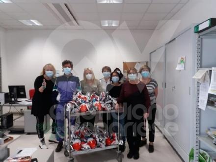 SOLIDARIETA IN OSPEDALE - Tablet per i malati, colombe e uova di Pasqua per il personale sanitario