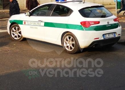 VENARIA - Il furgone da nove posti in realtà ne aveva tredici: multa da mille euro