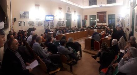 VENARIA - Tante domande ma poche risposte certe dopo il consiglio aperto sul polo sanitario