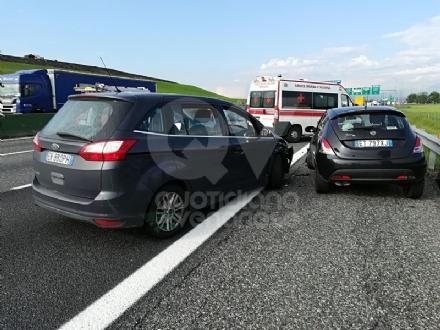 SAVONERA-COLLEGNO - Incidente in tangenziale tra due auto: una donna ferita, portata in ospedale