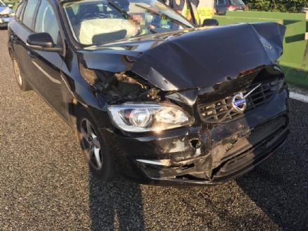 COLLEGNO - Incidente stradale in tangenziale: due feriti e tre mezzi coinvolti - FOTO