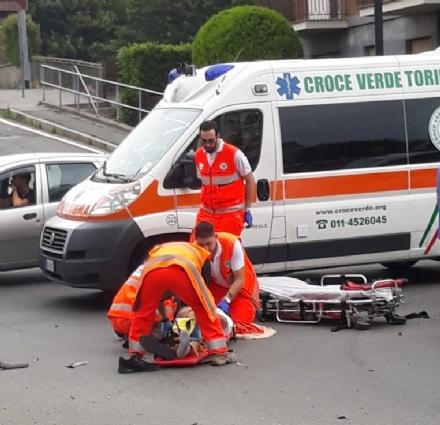 VENARIA - Motociclista ferito gravemente dopo lo scontro con unauto