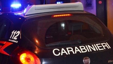 GRUGLIASCO-COLLEGNO - Non si ferma allalt dei carabinieri, provoca un incidente e fugge via