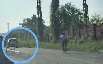 COLLEGNO - LA SEGNALAZIONE: «In via De Amicis i ciclisti rischiano la vita»