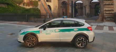 RIVOLI - Guidavano senza patente e senza assicurazione: una denuncia e due maxi multe