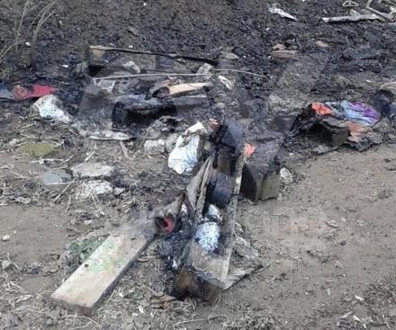 RIVOLI-GRUGLIASCO - Idioti in azione: bruciato il «villaggio felino» e alcuni alberi
