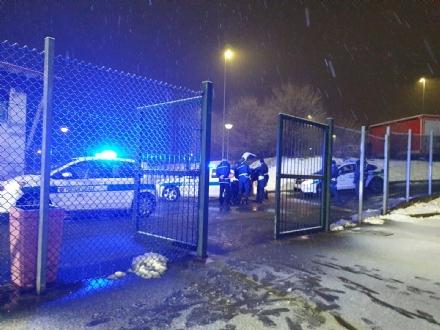 RIVOLI - Ubriaco sfonda il posto di blocco della municipale: preso dopo linseguimento