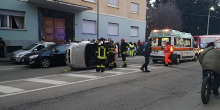 VENARIA - Incidente stradale in corso Garibaldi: traffico in tilt - FOTO