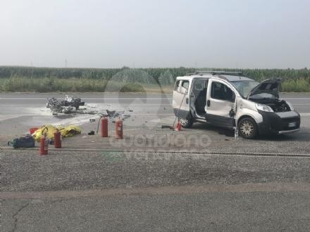 TRAGEDIA A PIOSSASCO - Motociclista di Grugliasco muore in un incidente stradale - FOTO