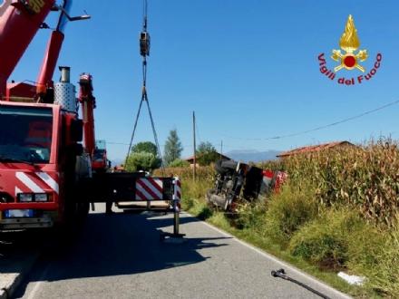 MAPPANO - Autocarro si ribalta nel fossato dopo lincidente: intervento dei vigili del fuoco FOTO