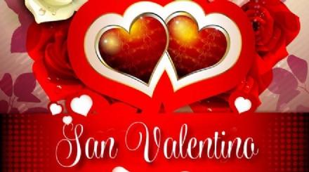 VENARIA - Un «cuore di persone» in Corte dOnore per festeggiare San Valentino in Reggia