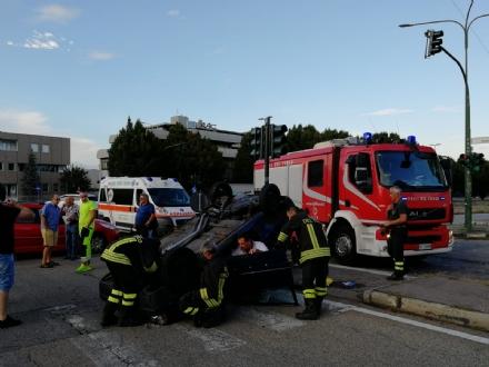 TORINO - VENARIA - Incidente allincrocio vicino alla Cittadella della Juve: tre feriti