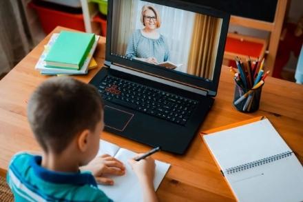 SCUOLA - Finisce il periodo della didattica a distanza: il bilancio di maestre, professori e genitori