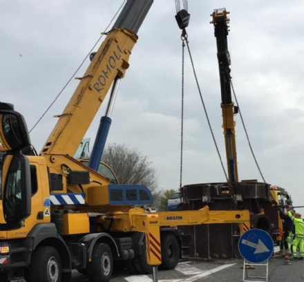 RIVOLI - Una speciale gru per recuperare la turbina da 250 quintali caduta in tangenziale