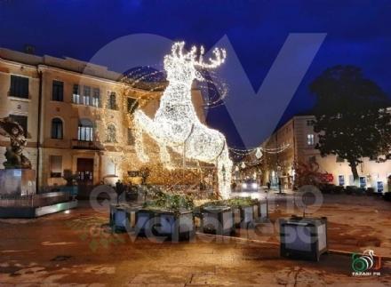 VENARIA-DRUENTO - Si respira laria del Natale grazie alle luminarie - FOTO