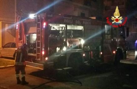 RIVOLI - Lappartamento va a fuoco: i pompieri salvano la vita ad una nonnina di 87 anni