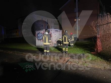 CASELLE - Incendio alla cabina di distribuzione dellenergia: blackout nella zona di via Gandhi