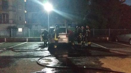 VENARIA - Torna lincubo del piromane: unauto bruciata in via Di Vittorio