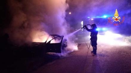 RIVOLI - Il piromane torna in azione: bruciata unaltra macchina a Cascine Vica