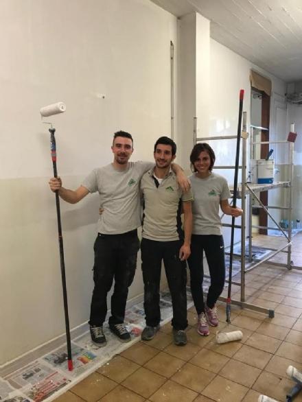 """VENARIA - Corridoi ridipinti allArti e Mestieri di via Amati grazie a """"Bricolage del Cuore"""""""