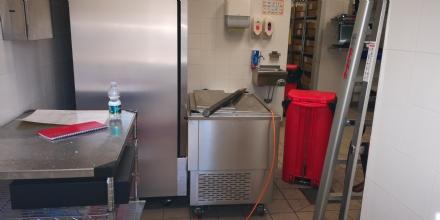 CASELLE - Ladri in azione al Burger King: tanti danni ma niente bottino