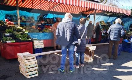 VENARIA - Coronavirus, mercati rionali aperti ma solo per vendita di generi alimentari