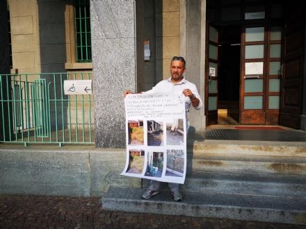 VENARIA - La protesta di Davide Iacobone: «Quando pulirete il vecchio lavatoio?»