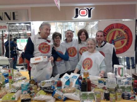 VENARIA - Oggi la colletta alimentare dellassociazione «Gli amici di Giovanni»