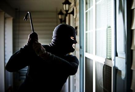 VENARIA - Nuova ondata di furti in città: guardia giurata ne sventa uno