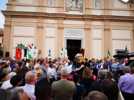 ALPIGNANO - Tanta commozione al funerale di Ornella Bellagarda, morta durante unimmersione