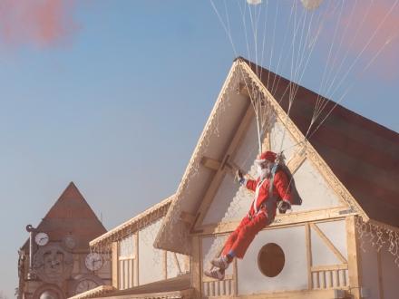 VENARIA - Paracadutisti Babbo Natale atterreranno nel Villaggio de «Il Sogno del Natale»