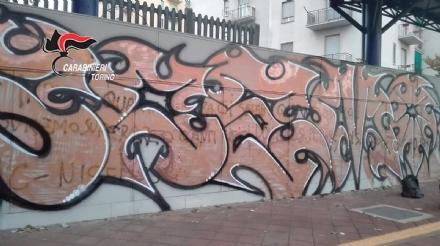 VENARIA - Imbrattano i muri della ferrovia: due giovani writer denunciati dai carabinieri